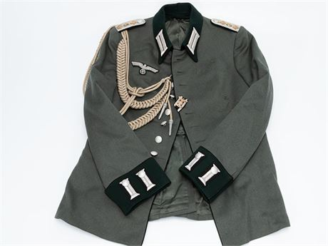 Waffenrock for Army Pionier Hauptmann with Aiguillette and Spange